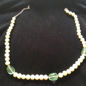Jewelry - Ladies pearl necklace with green stones